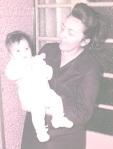 Minha mãe comigo no colo